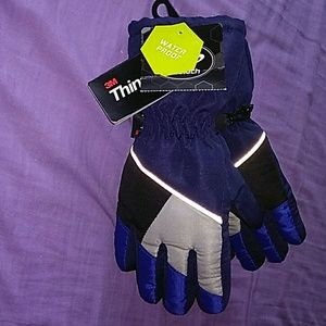 NWT- Athletech Boys Waterproof Thinsulate Gloves